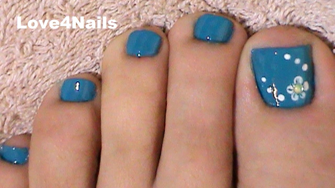 Fast & Easy Blue Toe Nail Art - YouTube
