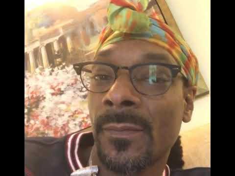 #SnoopDogg Smokes Outside The White house
