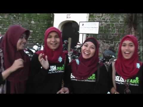 INTERVIEW TOURIST IN FORT ROTTERDAM WITH COLLEGE GIRL (1)