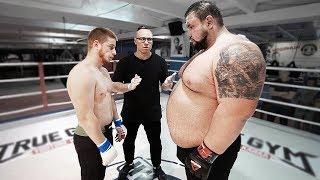 Папа Гигант 220 кг против Ушу Мастера 77 кг БОЙ / Улетел в нокаут