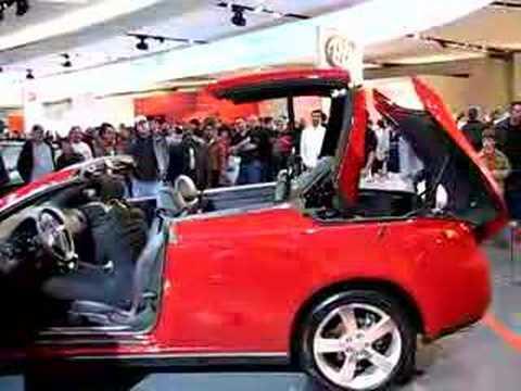Pontiac G6 Hardtop Convertible in action at NAIAS