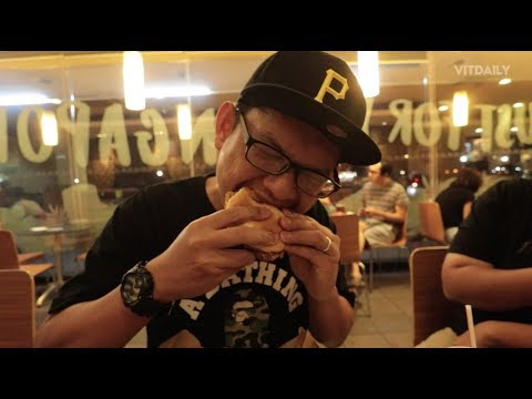 Penangan Burger Nasi Lemak Di Singapore (ENG SUB)