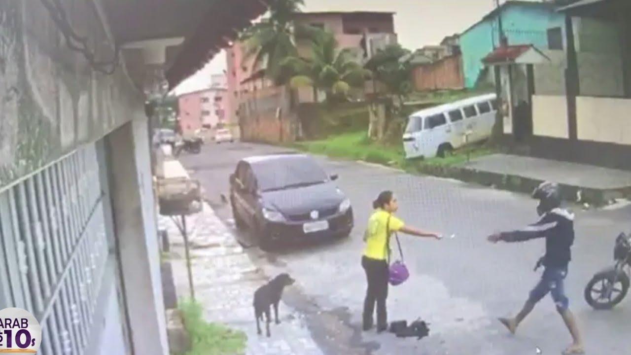هذا السارق لم يكن يعلم أن هناك شرطي  في المكان انظر ماذا حدث