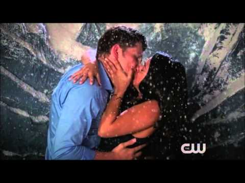 Jane The Virgin  Jane and Michael 2x04 Kiss