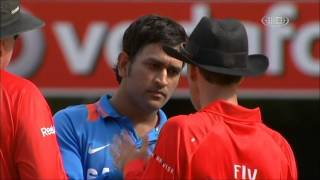 Mahendra singh Dhoni fight with Third Umpire Wrong Decision - M S Dhoni Rocks!!!(It was a comedy of errors which Indian cricket captain Mahendra Singh Dhoni did not find funny at all. In the 29th over of the tri-series ODI against Australia, India ..., 2013-08-18T17:41:08.000Z)