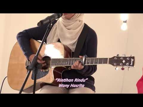 Rintihan rindu - Wany Hasrita  (cover by Sarah Suhairi at muzik jam)