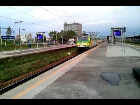 Warszawa Zachodnia o poranku z Traxxem KM i EN97 WKD