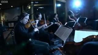 Magnetic Man ft. Emeli Sande - I Need Air (Live)