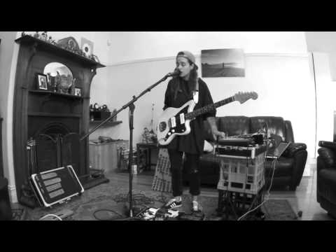 TASH SULTANA - JUNGLE  BEDROOM RECORDING