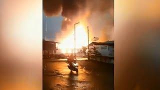 ไฟไหม้บ้านไม้ในอุดรธานี ท่ามกลางพายุฝนตกหนัก