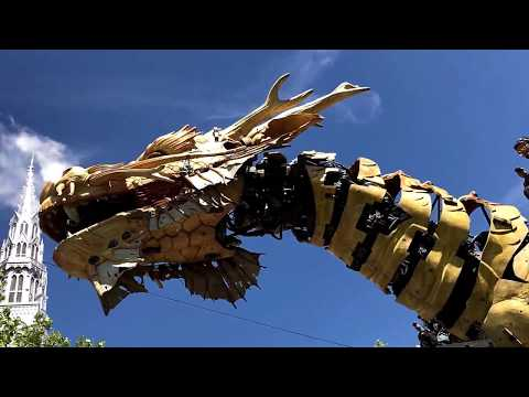 LA MACHINE OTTAWA. DRAGON ROAMS THE STREETS IN OTTAWA 2017 CANADA. A FIRST IN NORTH AMERICA