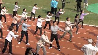 【60周年開幕禮:浸大附屬學校王錦輝小學表演浸大健康操】