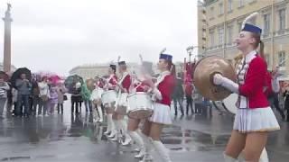 Барабанщицы на параде в Петербурге