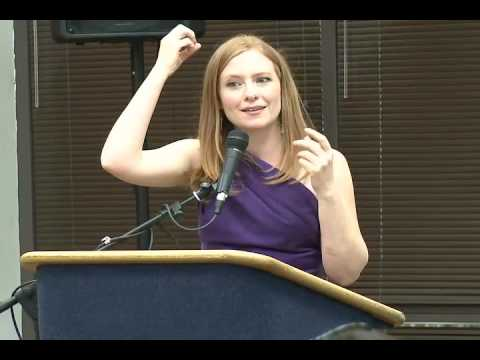 Pulitzer Prize winner Lisa Falkenberg speaks to UTEP's NAHJ.