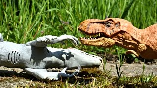 Jurassic World War Indominus Rex vs T-Rex. Dinosaurs Toys Battle