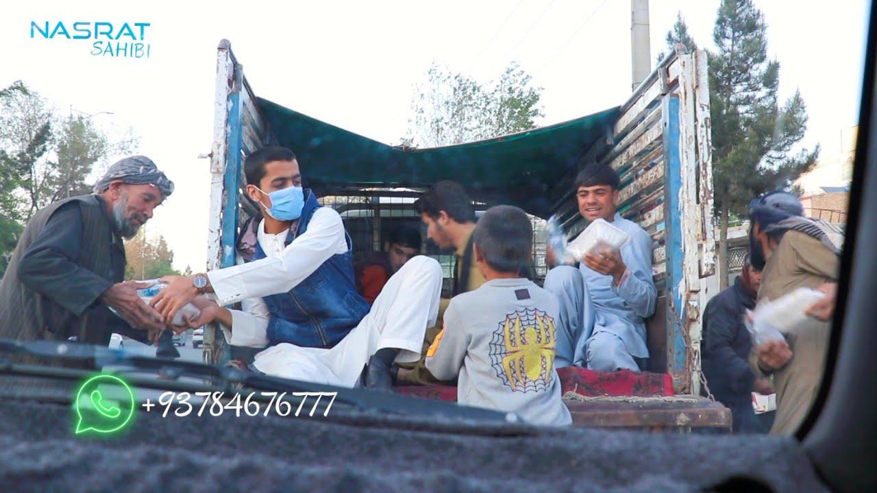 توزیع ۳۰۰بستهی افطاری گرم برای نیازمندانِ روی جادهها / ششم رمضانالمبارک