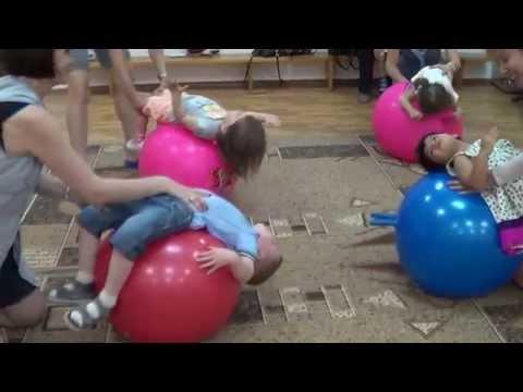 Зарядка для малышей на мячах (фитболы).Дети 2 и 3 года.Baby club. Видео. www.kapetoshka.ru