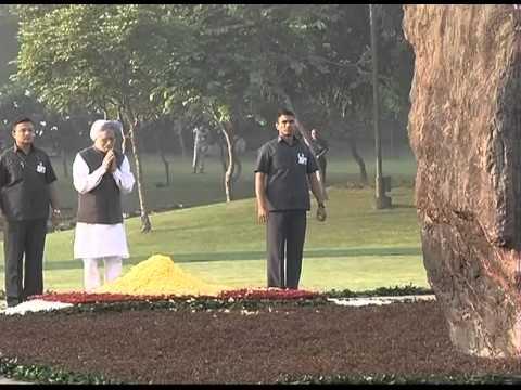 Manmohan Singh pays tribute to Indira Gandhi