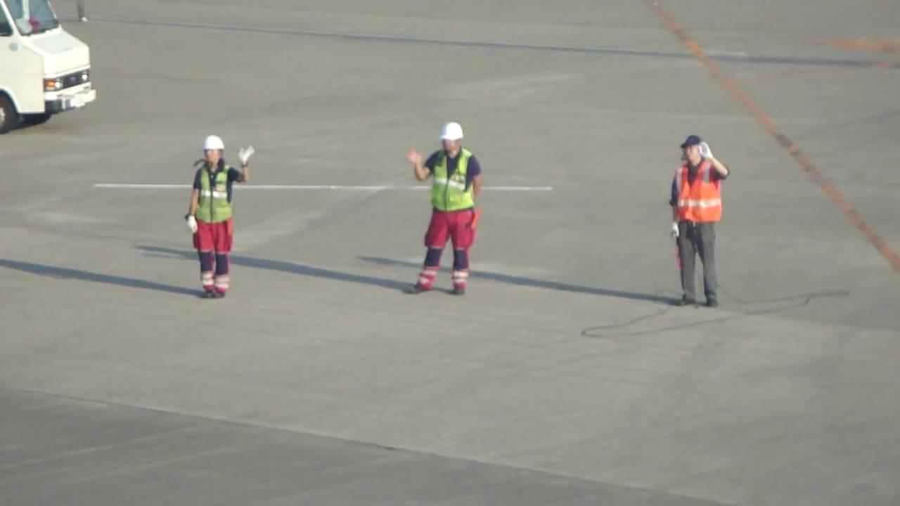 narita ground crew waving goodbye to departing plane tokyo japan hd youtube. Black Bedroom Furniture Sets. Home Design Ideas