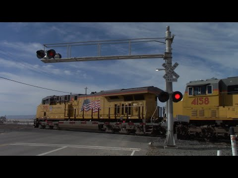 Tremont Rd. Railroad Crossing, UP 7951 Power Move West, Dixon California