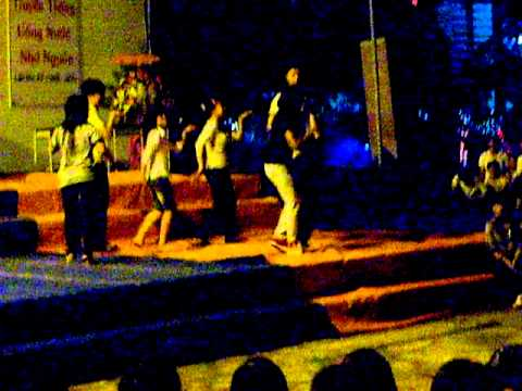Học sinh nhảy Chicken dance