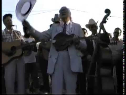 Bill Monroe - Swing Low, Sweet Chariot, I'll Fly Away and I Saw the Light (Field Jam)