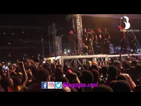 Shatta Wale SLAPS His Bodyguard At 2017 S CONCERT