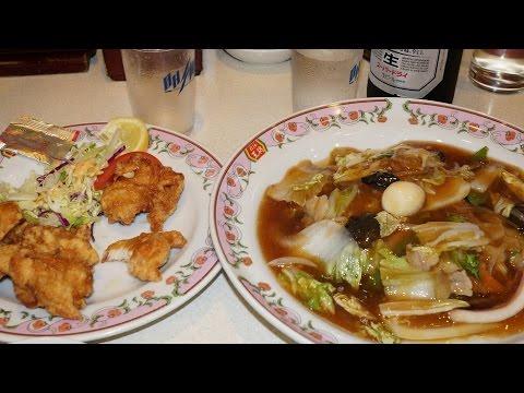 餃子の王将の「鶏の唐揚」と「中華飯」Fried Chicken and Rice topped with Seafood and Vegetables.