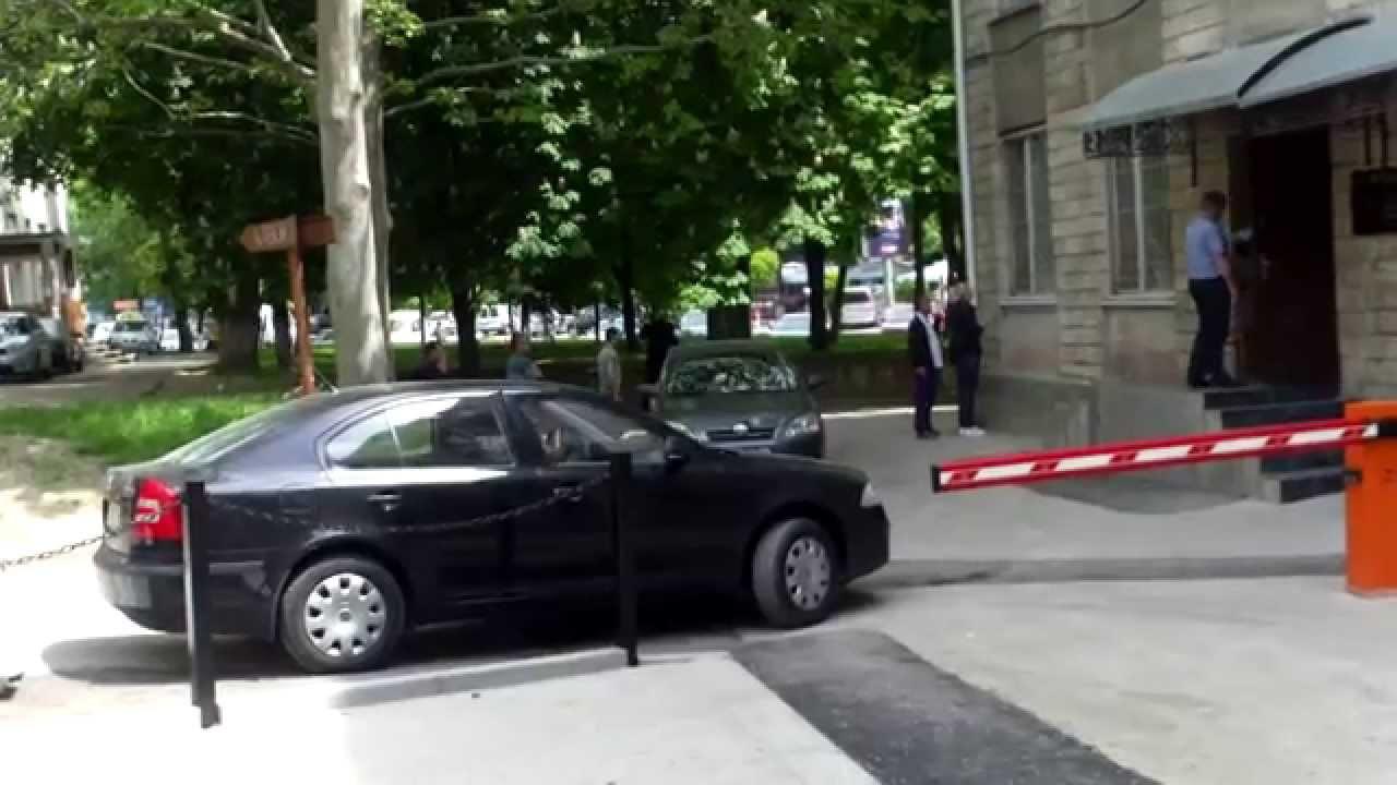 Judecătorul Melniciuc și-a tras barieră și parcare