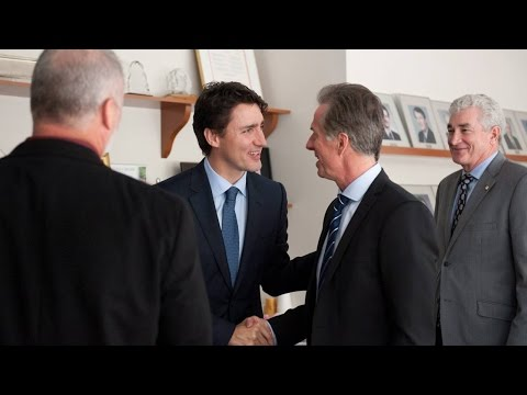 Justin Trudeau meets with auto industry members