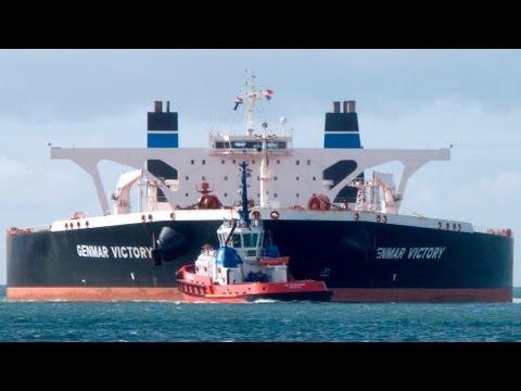 Foto's: Tanker Genmar Victory (70 meter breed) Rotterdam Europoort.
