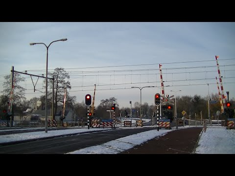 Spoorwegovergang Hardenberg // Dutch railroad crossing ...