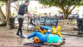 Las MEJORES BROMAS Con Cámara Oculta De LUCHA LIBRE En La Calle l Videos De Risa