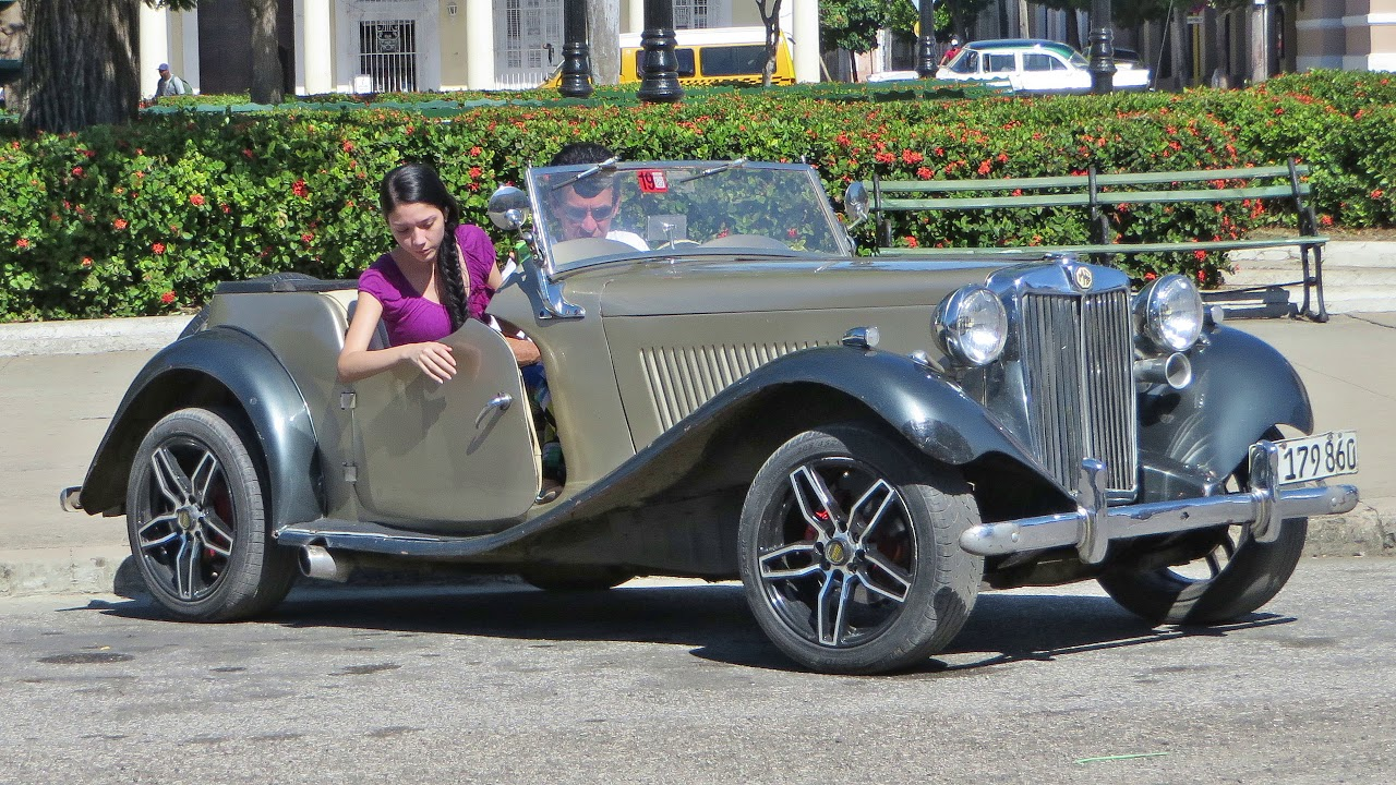 Oldtimers and other forms of transport. Cuba