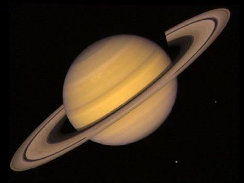 Saturn widziany z ziemi przez teleskop celestron powerseeker eq