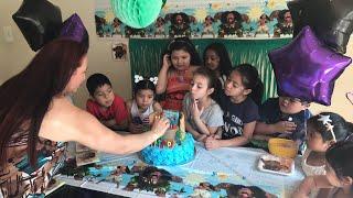 Partiendo el pastel de Moana
