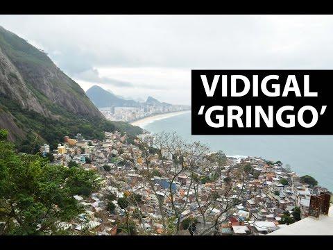 Estrangeiros decidem morar e trabalhar na favela do Vidigal, RJ