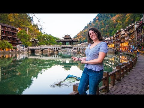 Finding The Perfect Riverside Chinese Town: Fenghuang Is A DREAM! (China vlog 2019 凤凰 湖南)