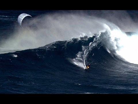 vague influence - première en kitesurf sur la vague géante de Jaws à Maui - manu bertin - 2000