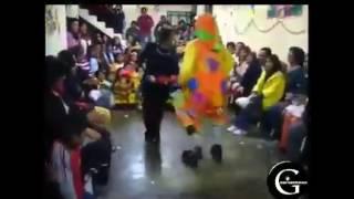 cuando retas a bailar a un payaso