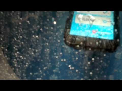"Motorola Defy Mini ""crash test"" mwc 2012"