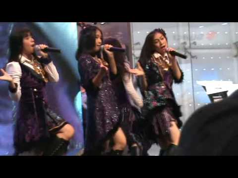 GIIAS Honda 20 August 2016 Performance Team J   Team J Oshi -- Naomi Focus