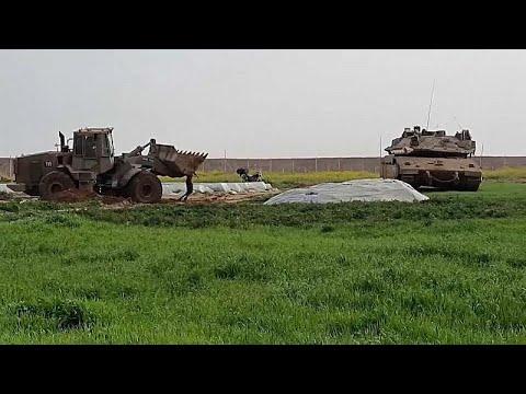 شاهد: كيف تعاملت جرّافة إسرائيلية مع جثة فلسطيني سقط برصاص الجيش في قطاع غزة…  - نشر قبل 3 ساعة