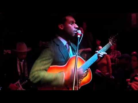 "357 Leon Bridges ""Smooth Sailing"" Live at the White Water Tavern"
