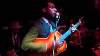 "357 Leon Bridges ""Smooth Sailing"" Live at the White Water Tavern"