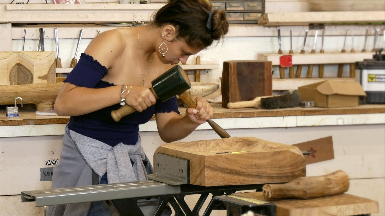 Traditional Hawaiian Carving Earns College Credits For High School Students Youtube
