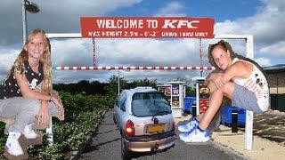 MET DE FIETS DOOR DE KFC DRIVE? Crazygirls.