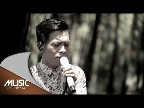 D'Masiv ft Denny Chasmala - Batu (Live at Music Everywhere) *