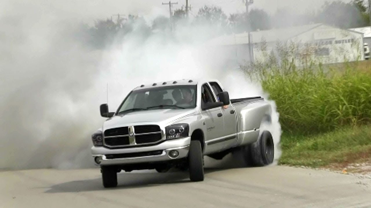CRAZY Dually Truck Fishtail Burnout Video! - YouTube