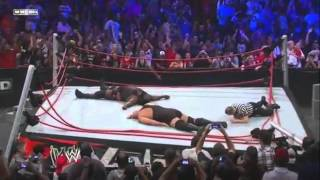 Vengeance 2011 en Español Latino - Big Show y Mark Henry destruyen el ring